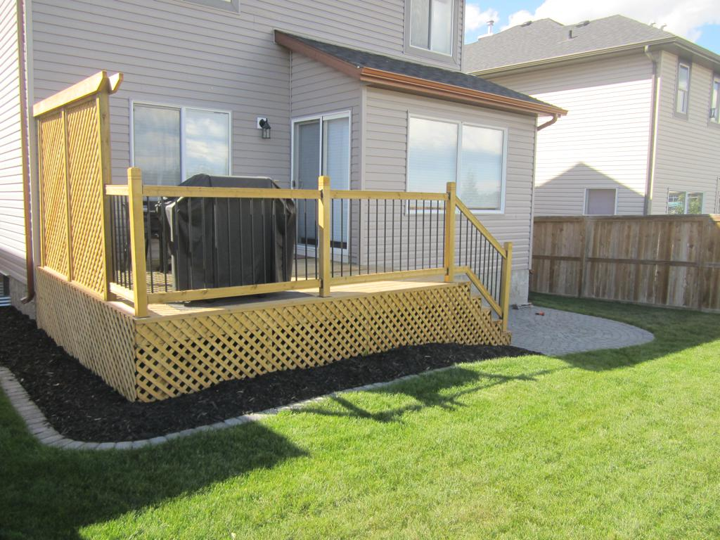 Deck construction calgary landscaping company assiniboine for Creating privacy on patio