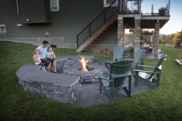 Rundle capstone sitting wall and rundle flagstone patio