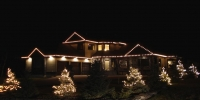 C9-LED-warm-white-on-house-and-C6-led-on-small-trees