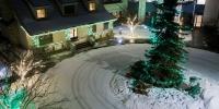 assiniboine_lights_0022_Christmas-Portrait-1-of-4
