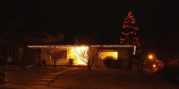 c6-led-red-and-green-double-wrap-on-house-and-c6-led-red-on-tree