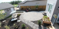Patio Pathway - Charcoal roman euro patio and pathway with rundle flagstone pathway and black mulch beds
